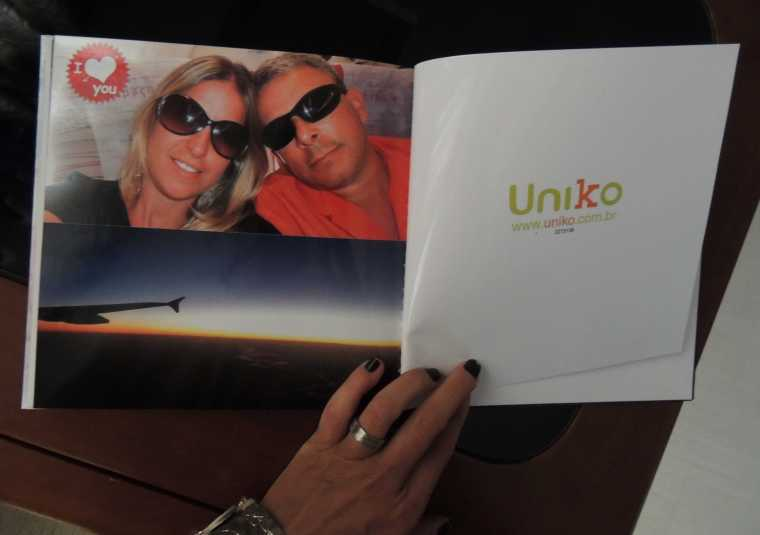 A página final do álbum ! Com o logo da Uniko!