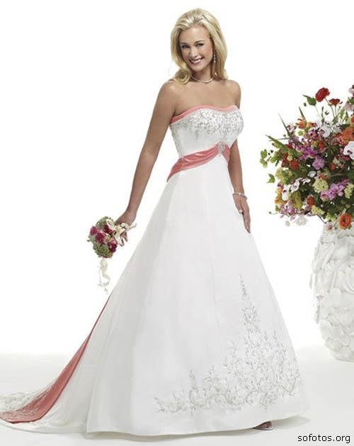vestido-de-noiva-com-detalhes-rosa
