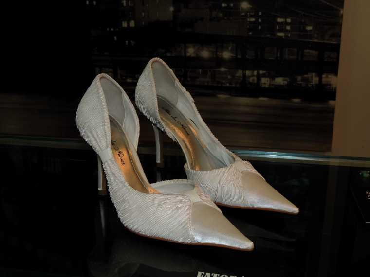 Sapatos a venda por R$ 50,00