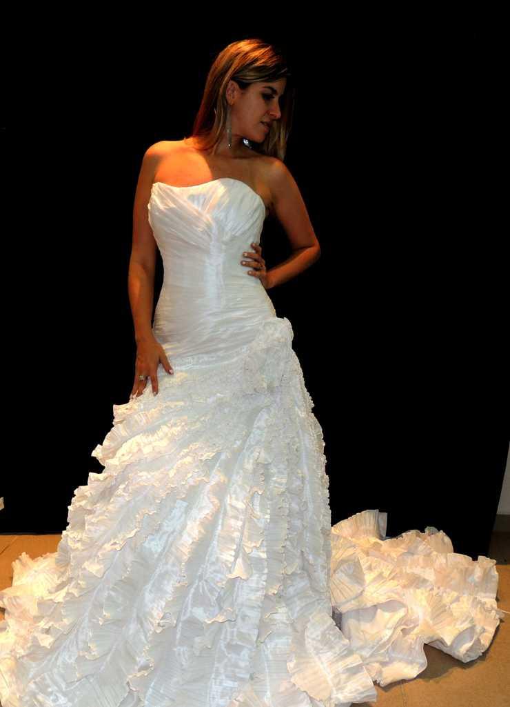 Essas fotos mais escuras são pra vocês terem a noção dos detalhes do vestido.