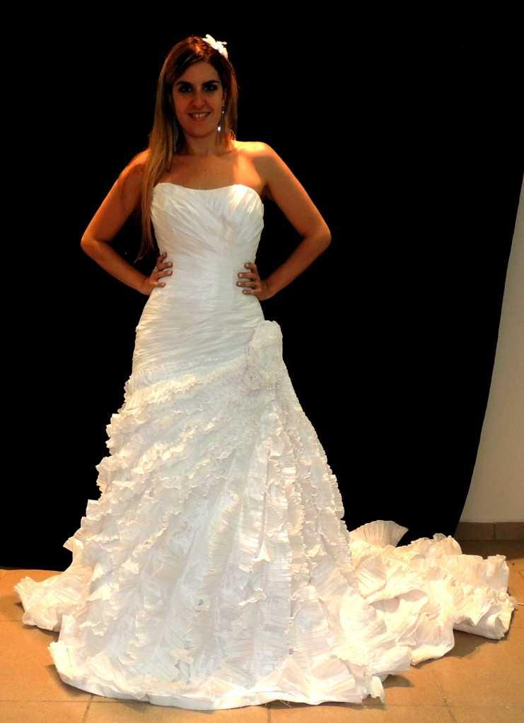 Mais uma foto escura para visualizarem detalhe do vestido.