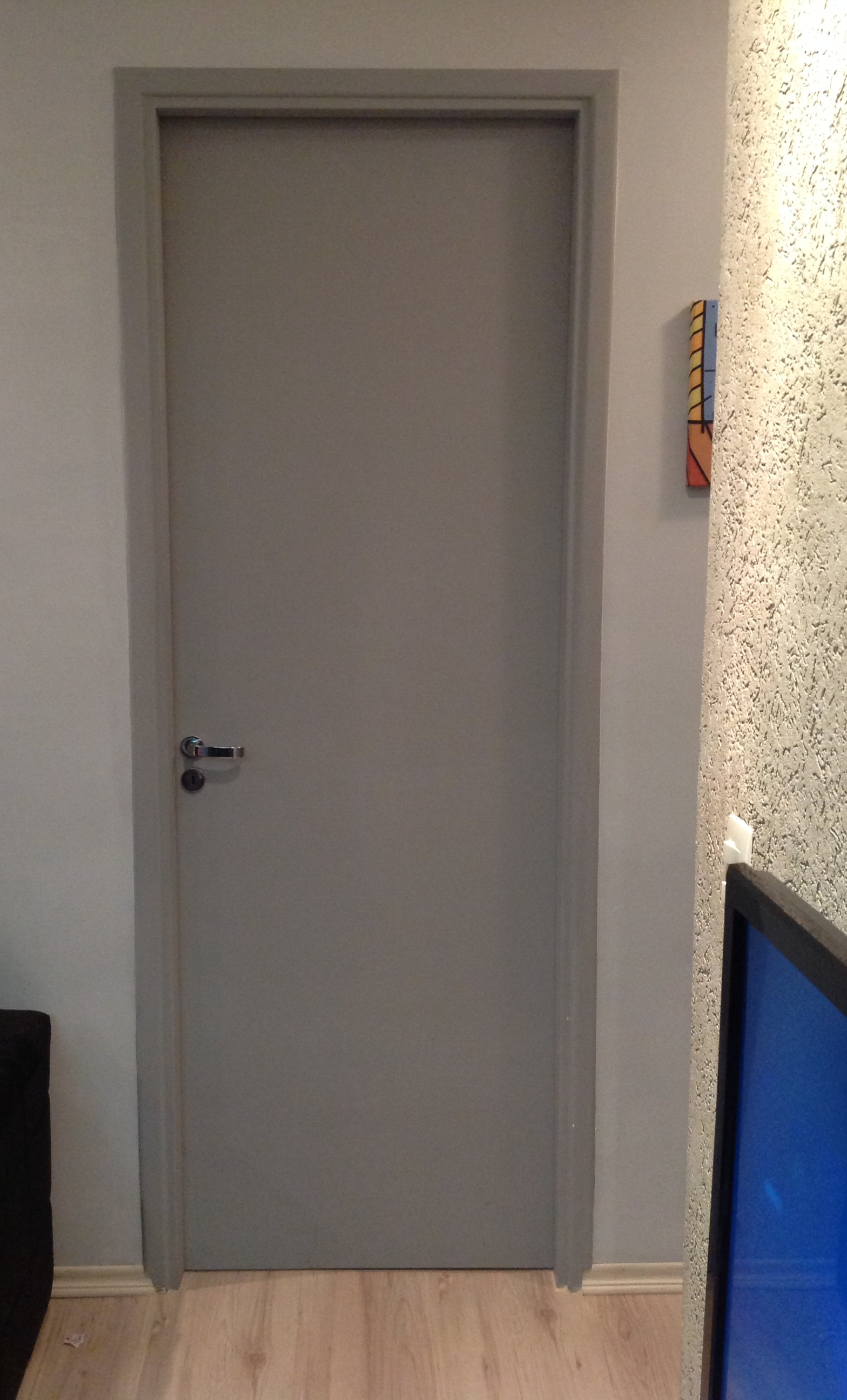 Decoração – Como ficou as Portas Coloridas de casa #1C3E82 1568x2592 Banheiro Com Duas Portas De Acesso